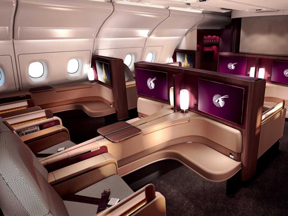 Primera clase en un avión de Qatar Airways.