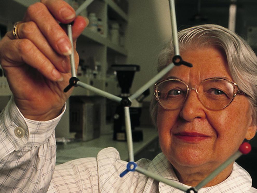Dupont buscaba un nuevo tipo de fibras más ligeras y resistentes que el nailon; Stephanie Kwolek dio con el kevlar