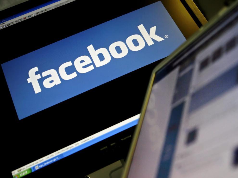 El logo de Facebook en un ordenador.
