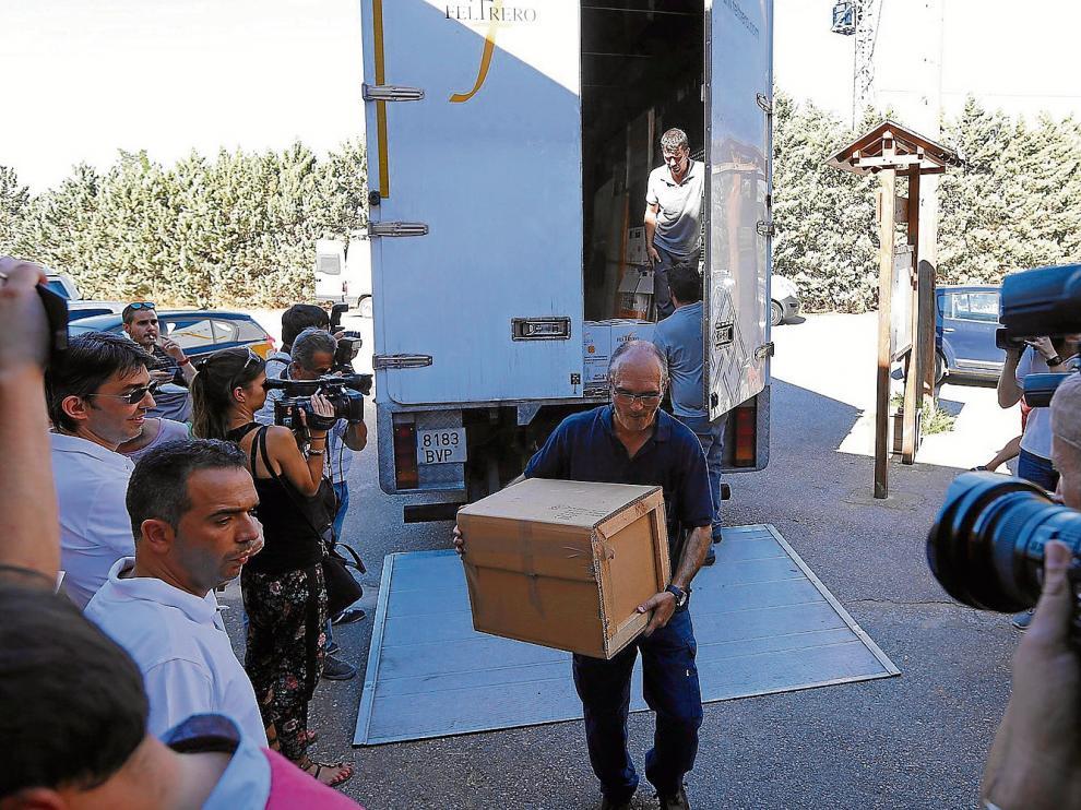 Imagen de archivo de la llegada de las 51 piezas de Sijena que devolvió el MNAC el pasado verano.