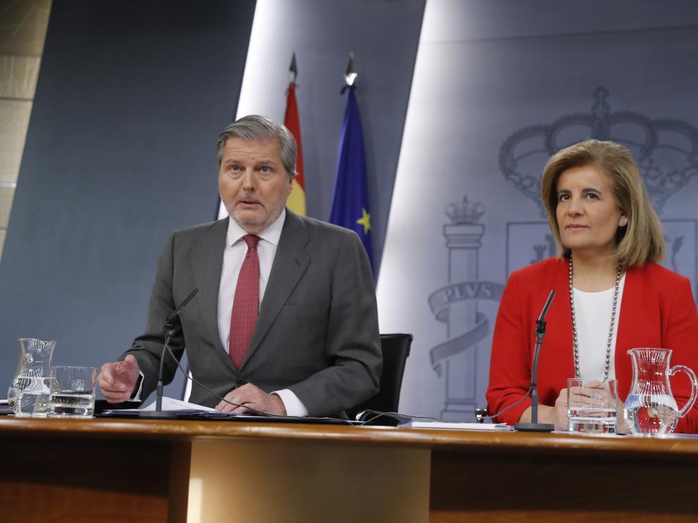 Méndez de Vigo y Báñez tras el Consejo de Ministros.