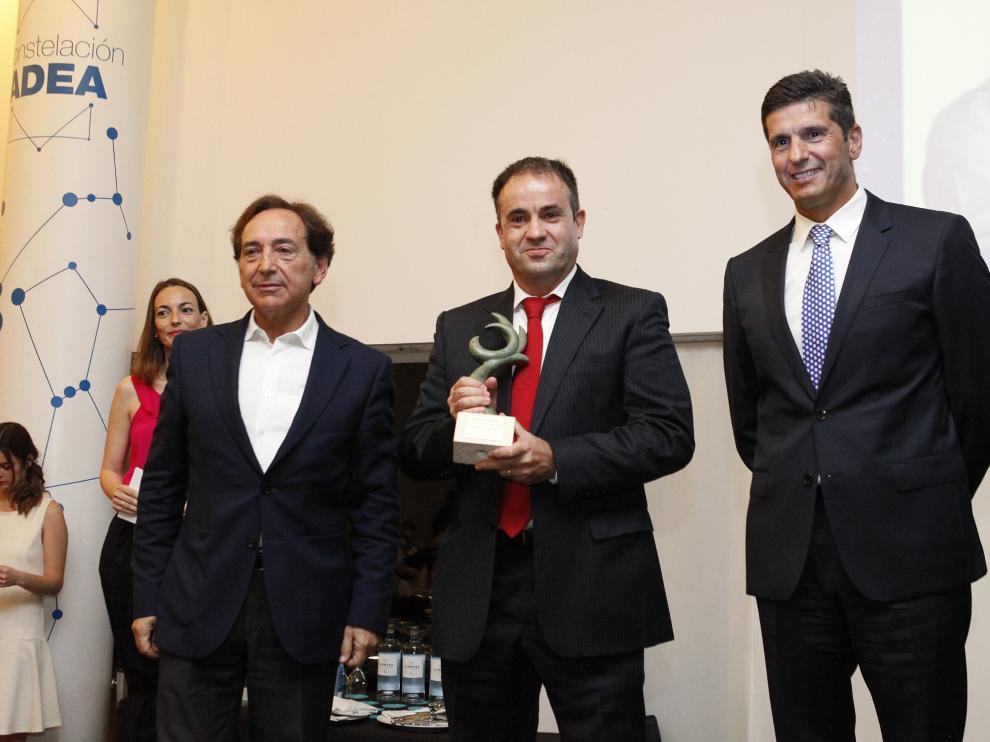 Salvador Arenere, Álvaro Corrales y Juan Manuel Aliende, durante la entrega ayer del premio al Socio del Año.
