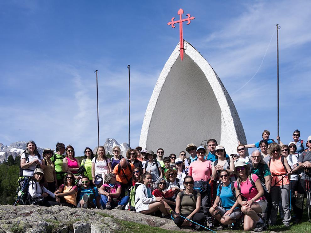 Parte del grupo que recorrió el primer tramo del Camino de Santiago Aragonés en el inicio de la primer etapa.