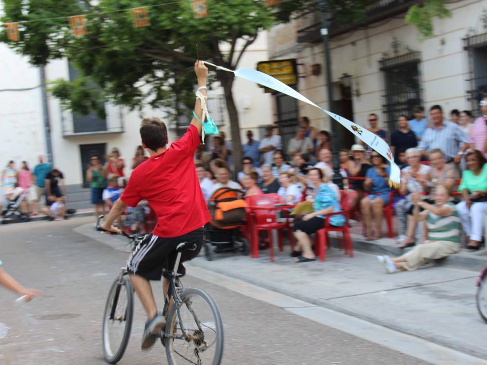 La carrera de cintas es uno de los actos tradicionales en las fiestas de Peñaflor