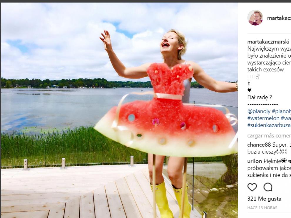 Un poco de habilidad con el cuchillo y una buena perspectiva fotográfica son las claves del 'Watermelon dress'.