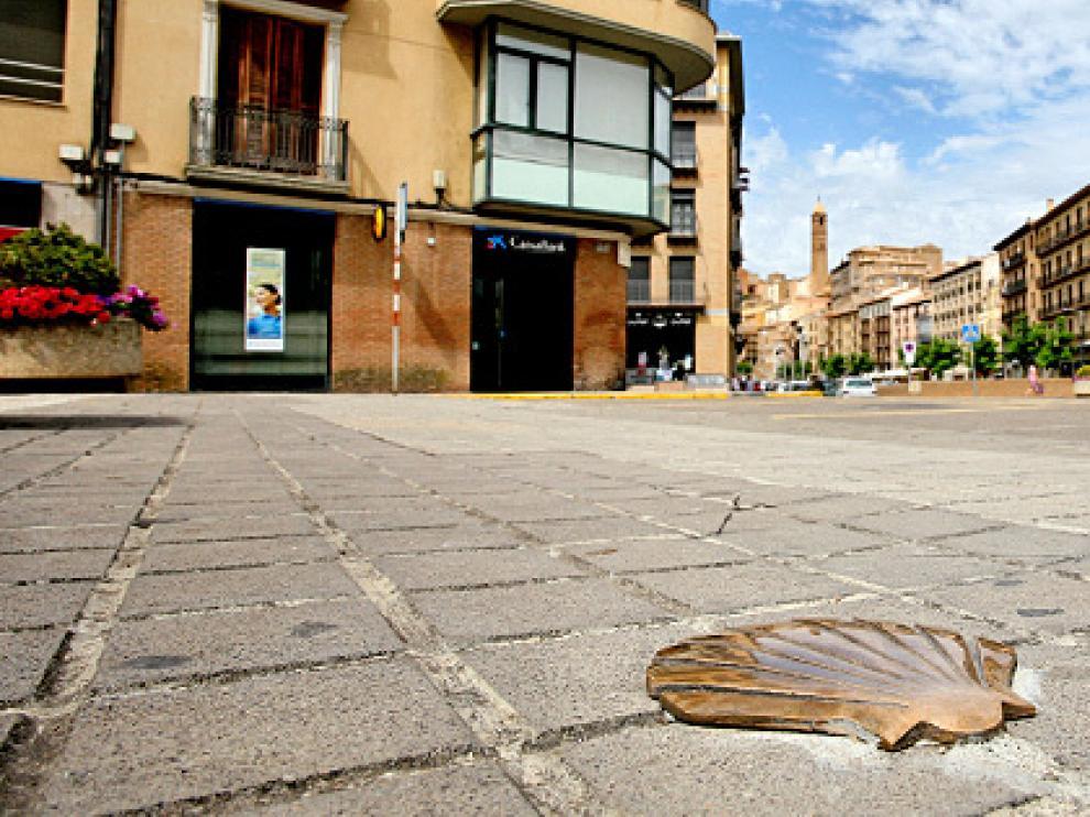 Una de las conchas de Santiago que se han colocado en 12 puntos distintos de Tarazona para indicar el camino a los peregrinos.