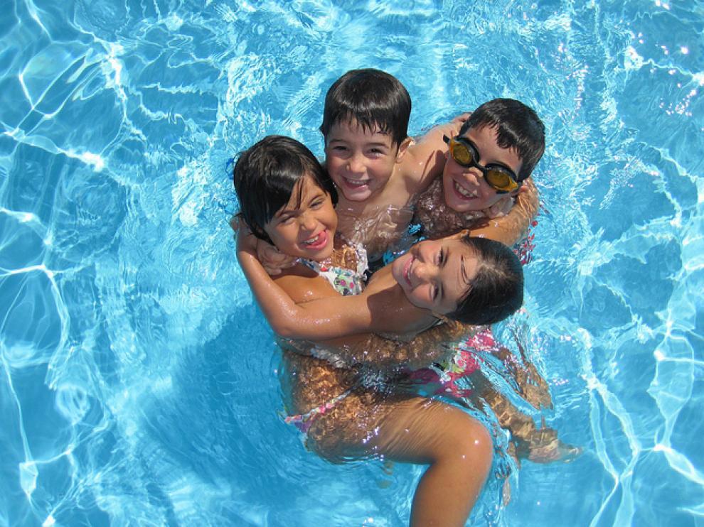 Aguadillas -algunos niños las toleran fatal–, juegos bruscos, golpes... pueden causar también lesiones muy serias.