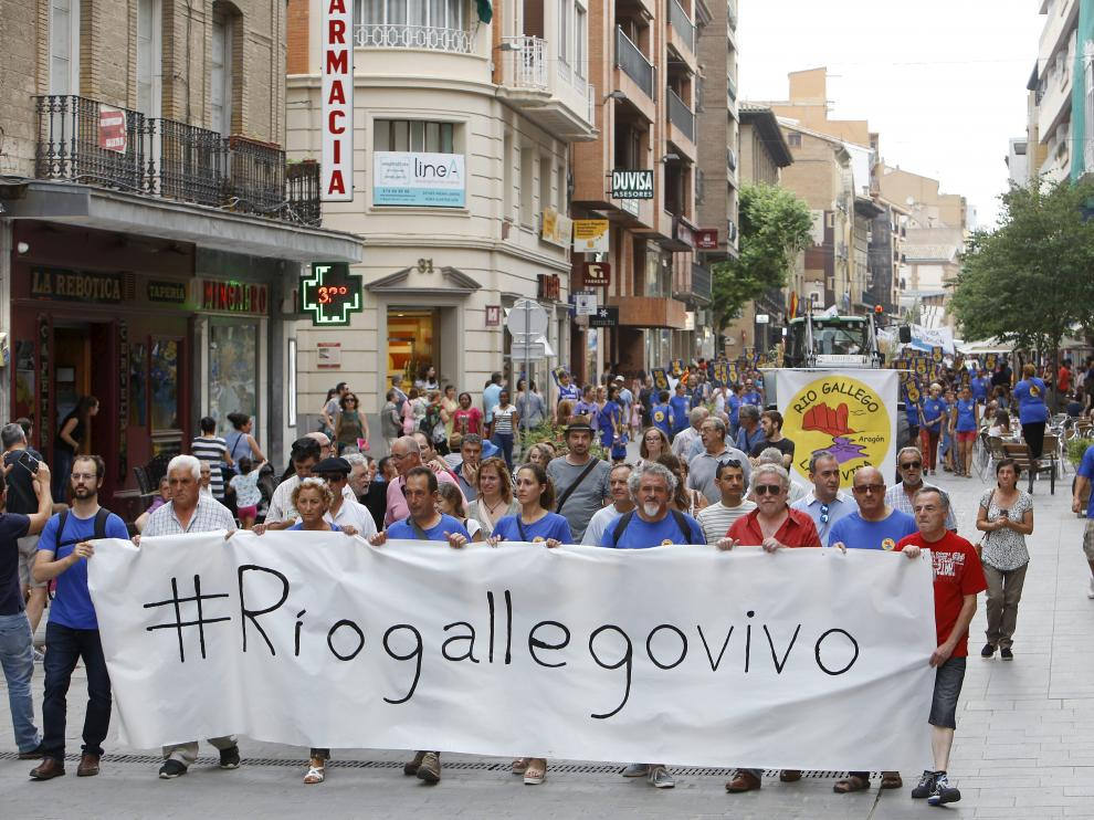 Imagen de la manifestación contra el embalse de Biscarrués que se celebró enHuesca en junio.