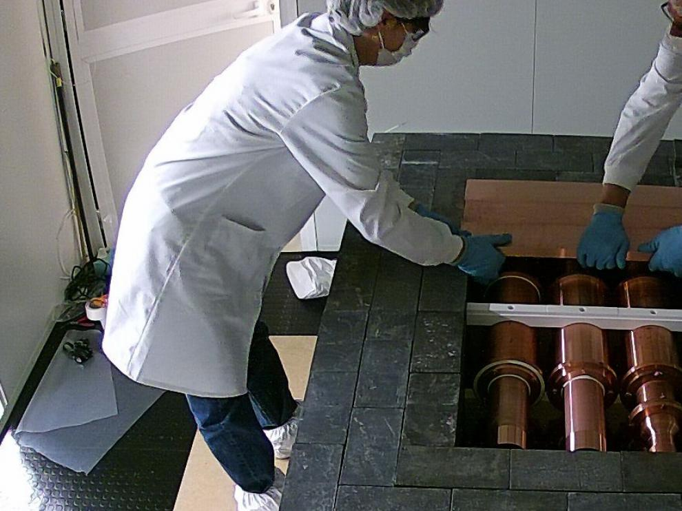 El Grupo de Física Nuclear y Astropartículas de la UZha puesto en marcha elproyectoAnais, en elLaboratorio Subterráneo de Canfranc.