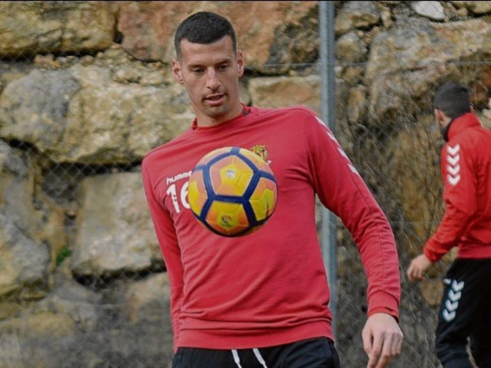 Bruno Perone, en un entrenamiento del Nástic de Tarragona.