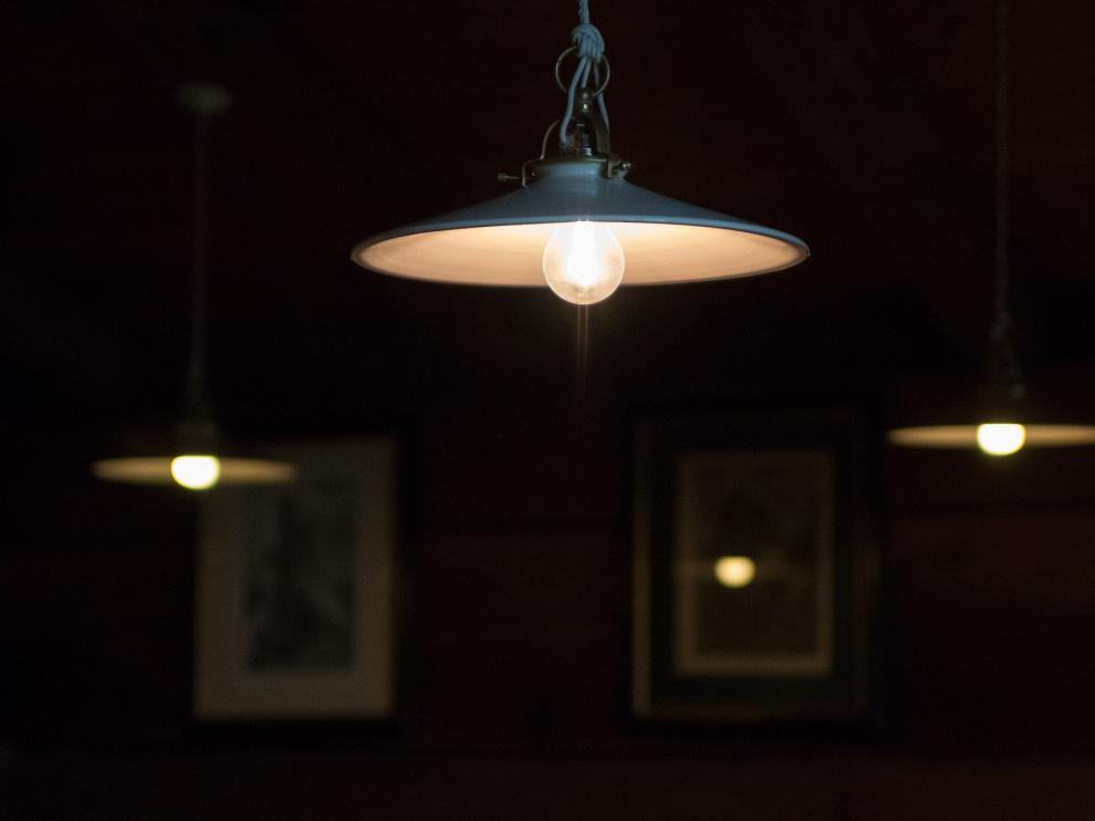 El precio de la luz bajará alrededor poco más de dos euros