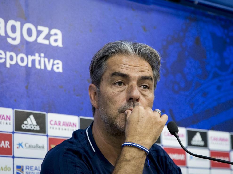 Natxo González escucha con atención una pregunta de los periodistas en su comparecencia de este viernes en la Ciudad Deportiva.