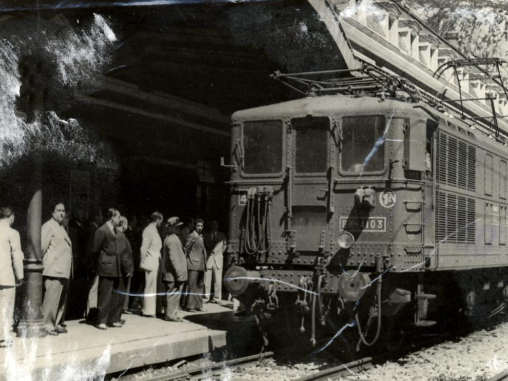 Estación Internacional de Canfranc (Huesca). La imagen, de 1948, muestra el restablecimiento del tráfico ferroviario entre España y Francia.
