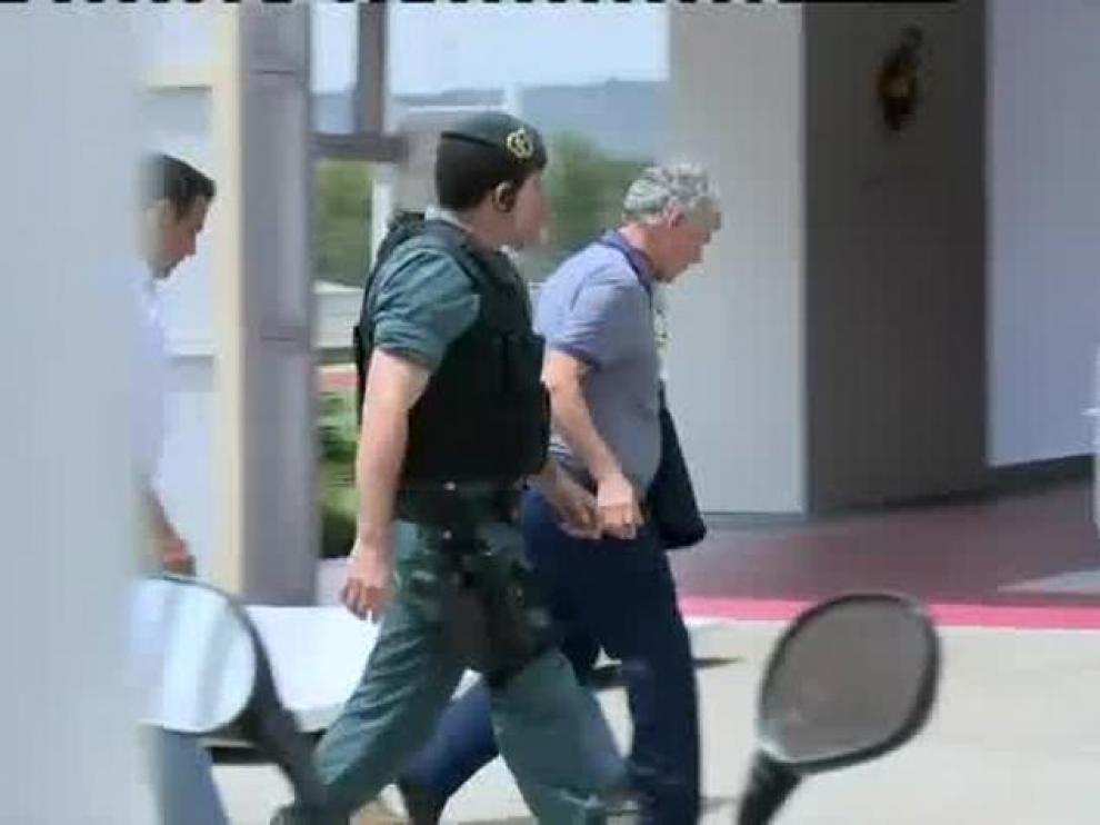 Villar entra la sede de la RFEF escoltado por la Guardia Civil