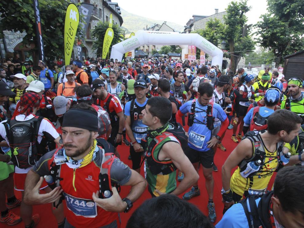 Atletas congregados antes de iniciar el Maratón de las Tucas el año pasado.