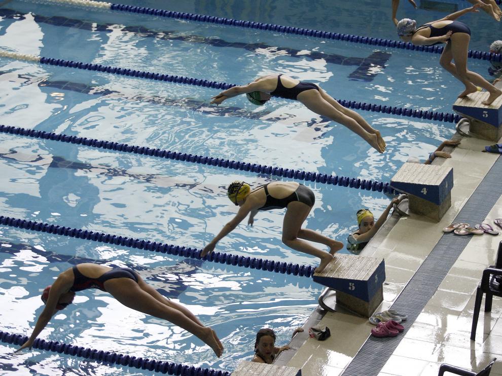 Imagen de archivo de una piscina de Zaragoza.