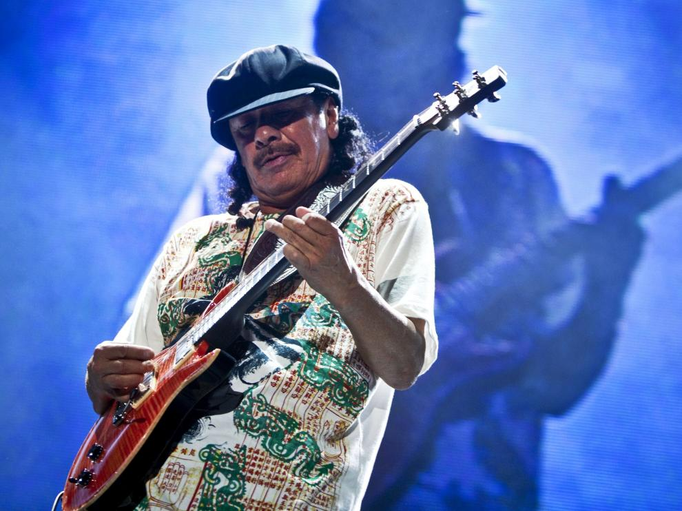 Carlos Santana, en plena actuación.