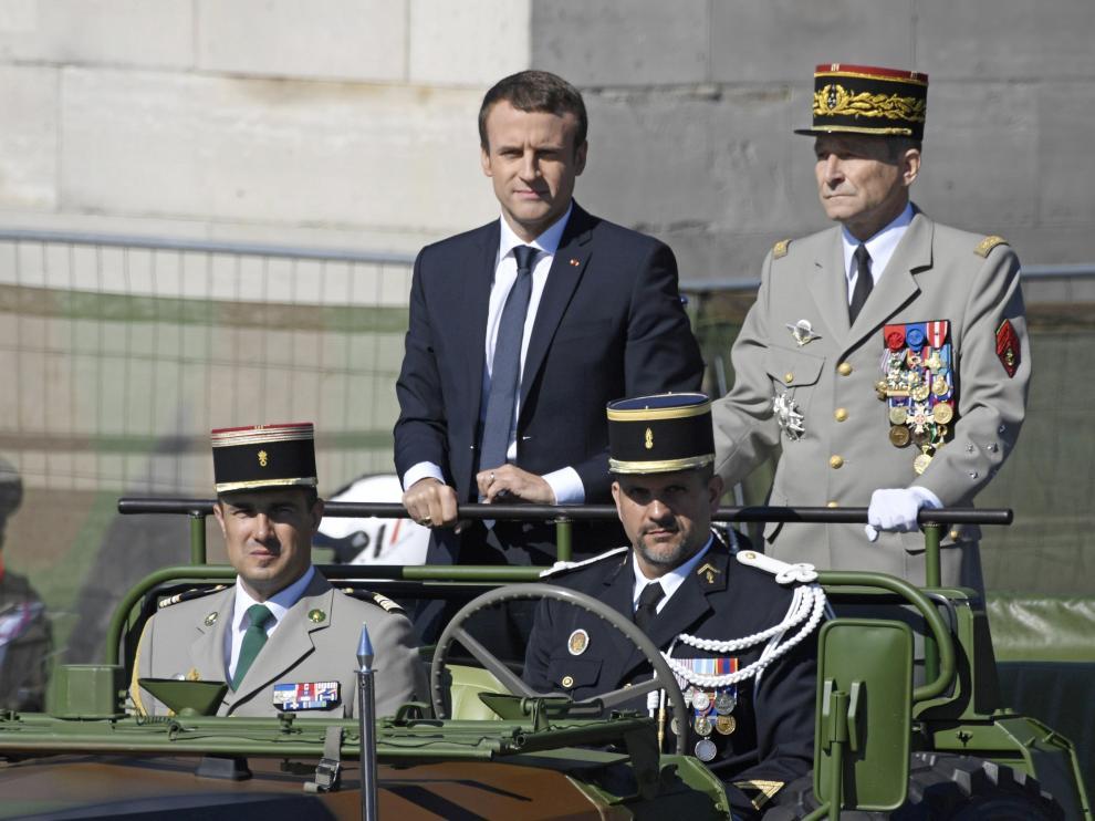 El jefe del Estado Mayor del Ejército francés, Pierre de Villiers, junto al presidente francés, Emmanuel Macron.