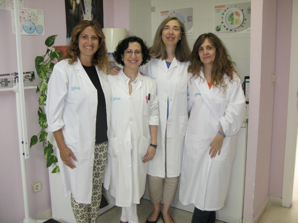 Luisa Lozano (la segunda por la izquierda), con algunas de las compañeras del estudio.