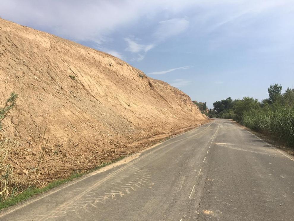 La carretera entre Fraga y Massalcoreig.