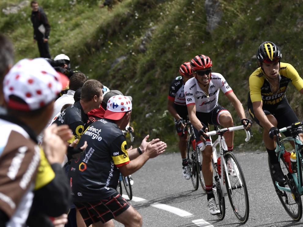 Roglic, ganador de la etapa, delante de Contador en un momento de la escapada.