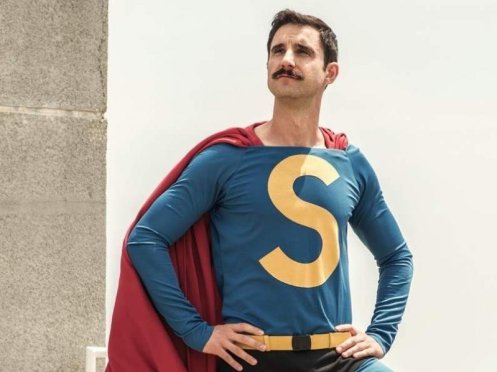 Rovira, con su flamante traje de Superlópez.