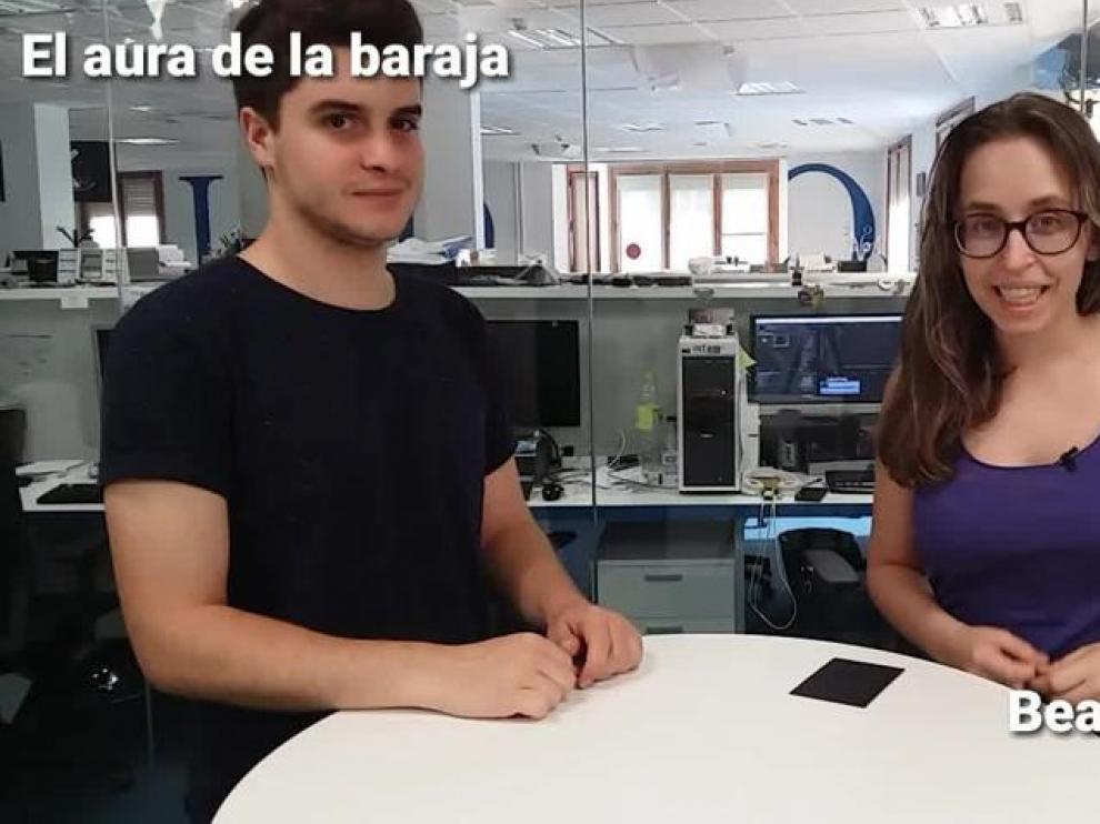 La maga Beatriz Palacio descubre el aura de la baraja