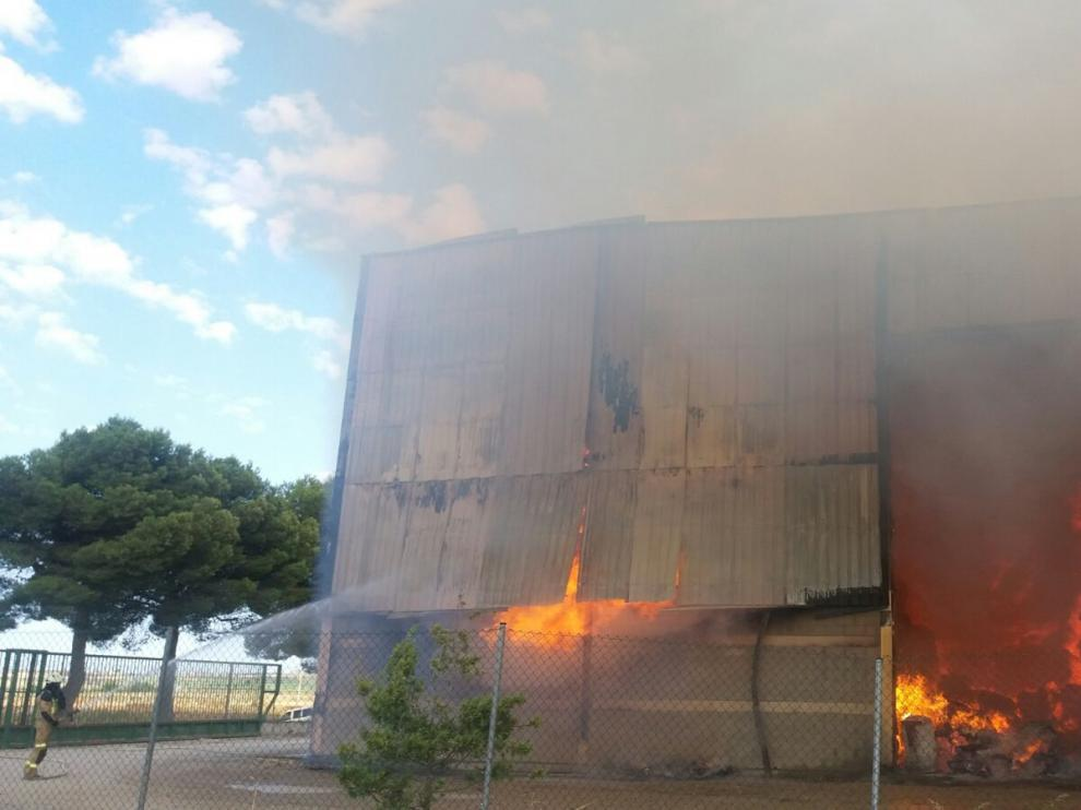 Este jueves se declaró el incendio en la empresa.