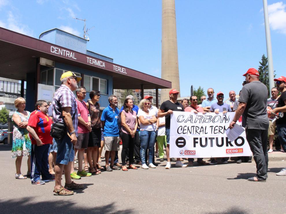 El sindicato CC. OO. convocó ayer una concentración a las puertas de la central de Andorra.