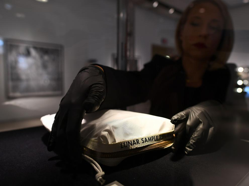 La bolsa vendida ahora fue utilizada por Neil Armstrong durante la misión Apollo 11.
