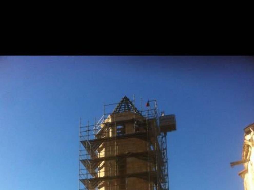 El andamio que cubre la torre se irá retirando estos días.