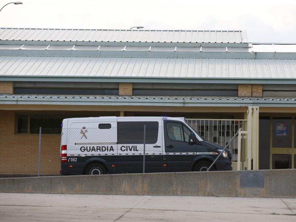 El furgón que traslada a Ángel María Villar llegando a la prisión de Soto del Real.
