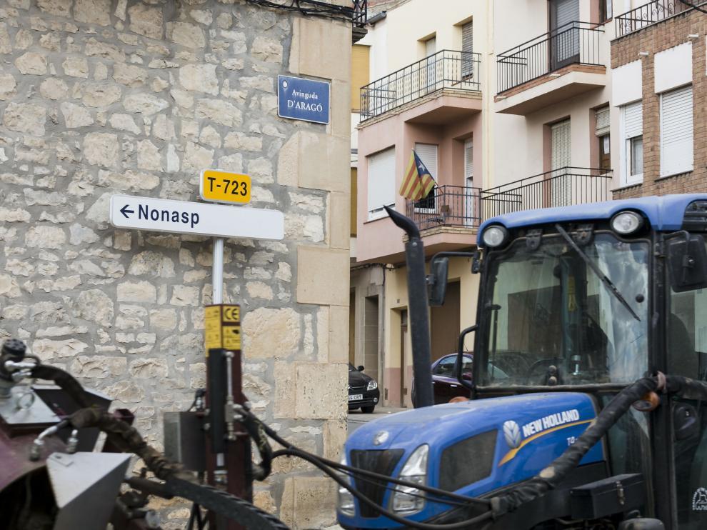 La avenida de Aragón convive con las banderas esteladas.