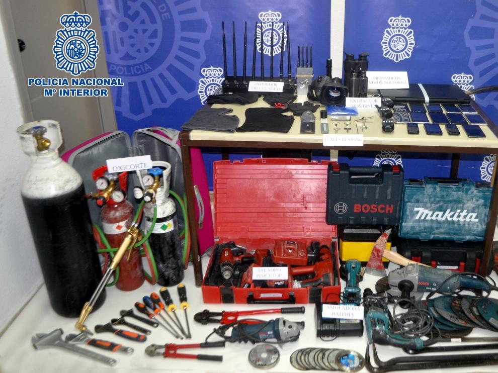Efectos intervenidos por la Policía a los detenidos por el robo de El Alcoraz.