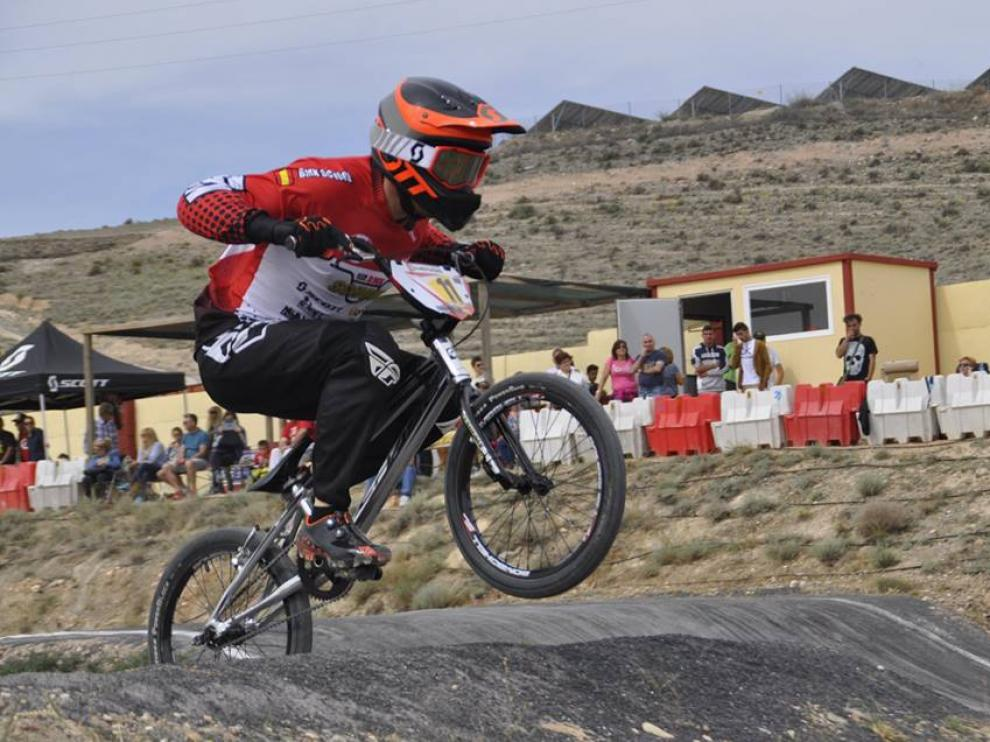 Jorge Gil, en una competición de BMX.