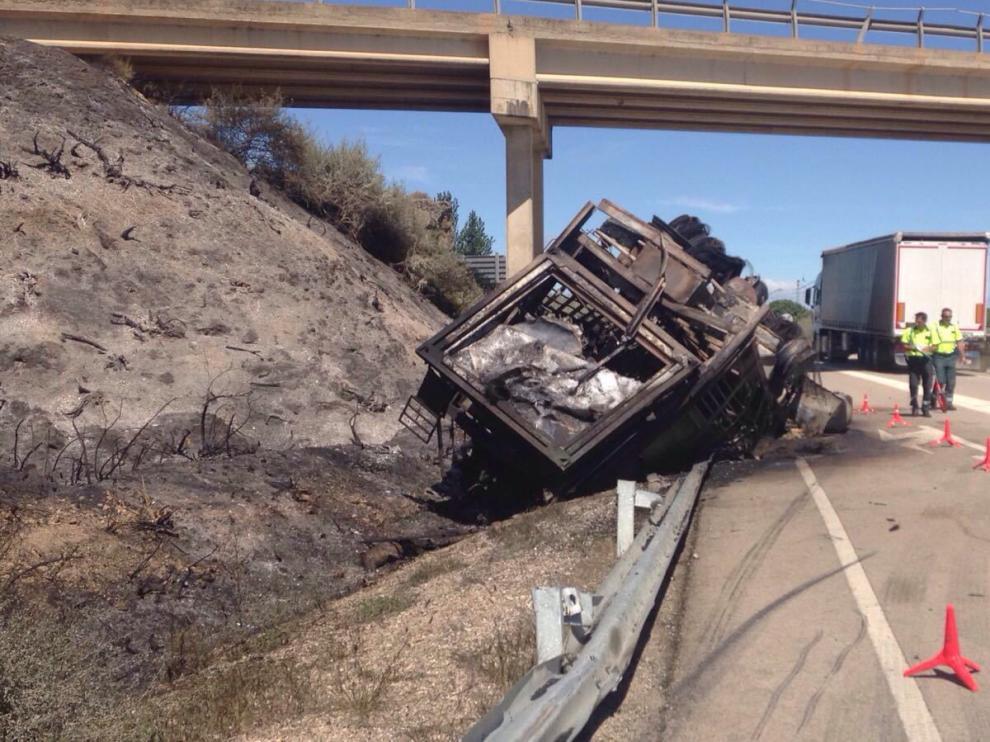 Según primeras informaciones, el accidente se ha producido a las 6.00 en laA-1213, en el kilómetro 24.