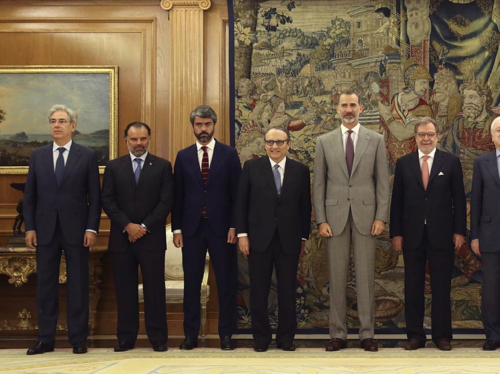 El Rey, durante su encuentro con los responsables de AMI.