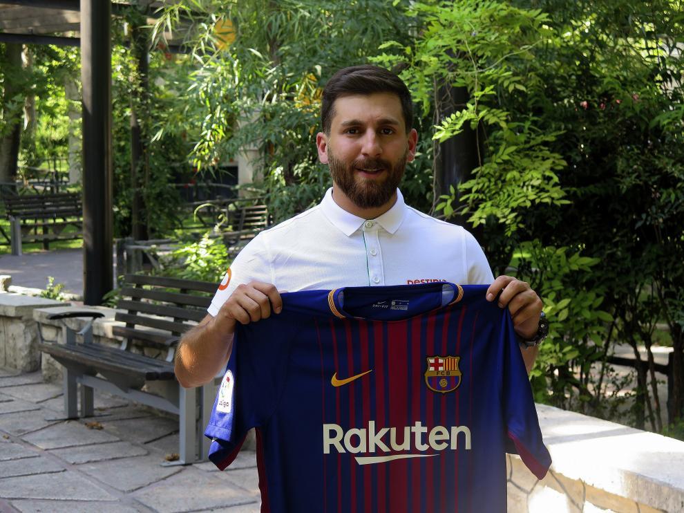 El doble de Messi, el iraní Reza Parastesh.