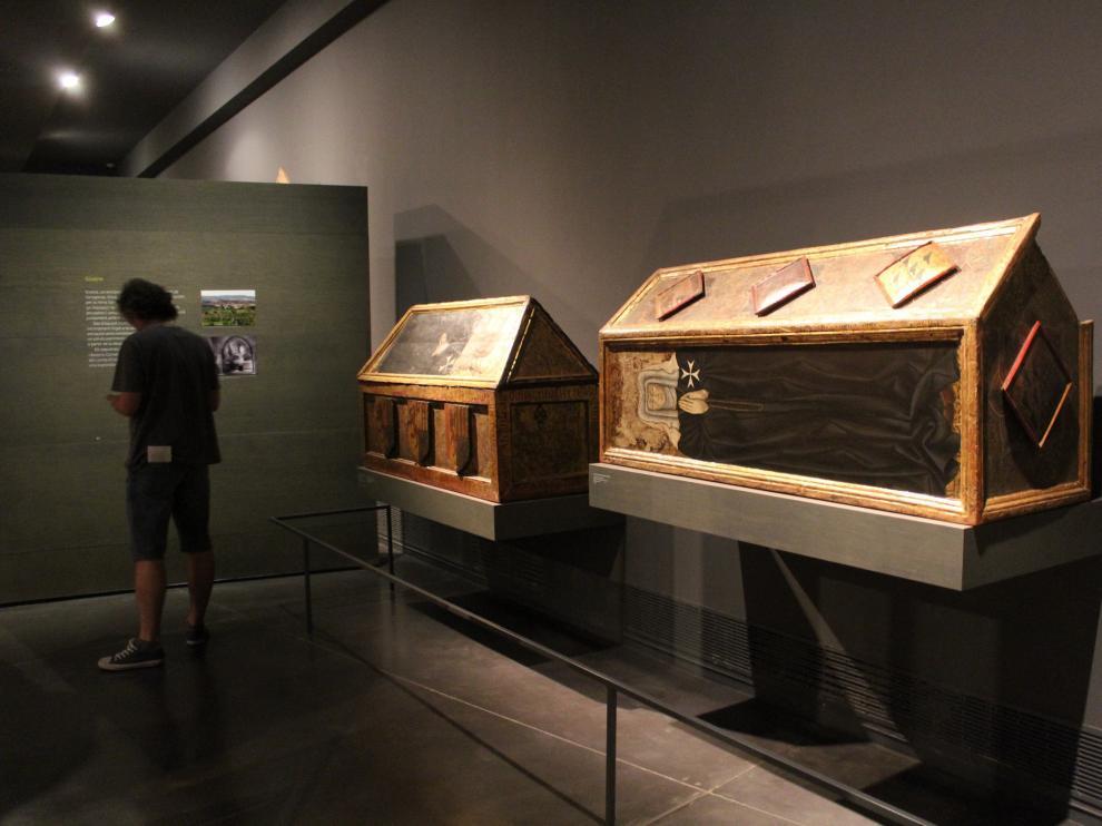 Una colección expuesta en Lérida. Los bienes de Sijena retenidos por la Generalitat forman parte de la colección del Museo de Lérida, como los sarcófagos policromados de prioras del monasterio, en la fotografía.