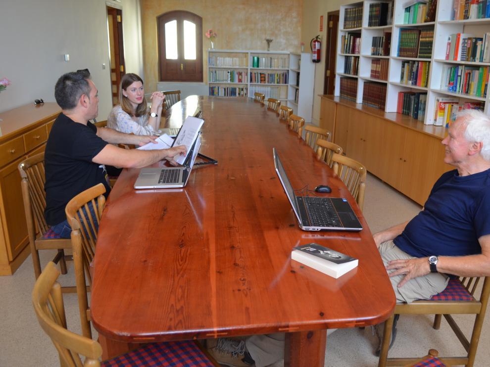 Traductores trabajando en la Casa, que se ubica en Tarazona desde el año 1988.