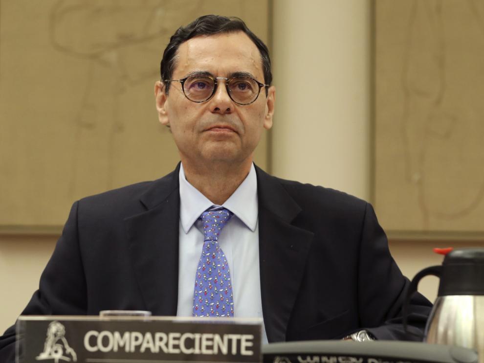 El exgobernador del Banco de España Jaime Caruana en la comisión del Congreso que investiga el origen de la crisis financiera y el rescate bancario.