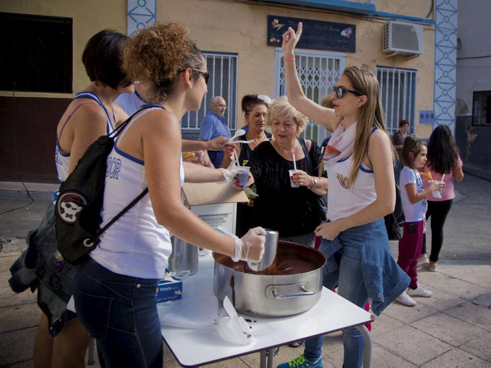 Una chocolatada organizada solo para mujeres es una de las costumbres en las fiestas de Ricla.