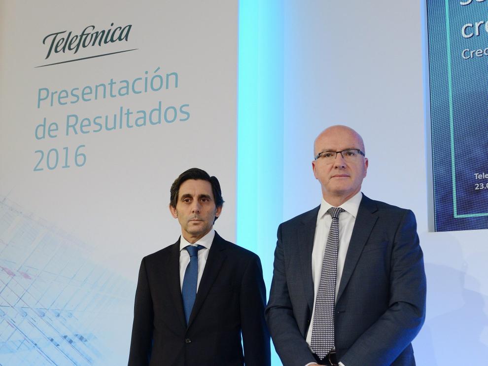 Álvarez-Pallete, a la izquierda, junto a Villá (derecha)
