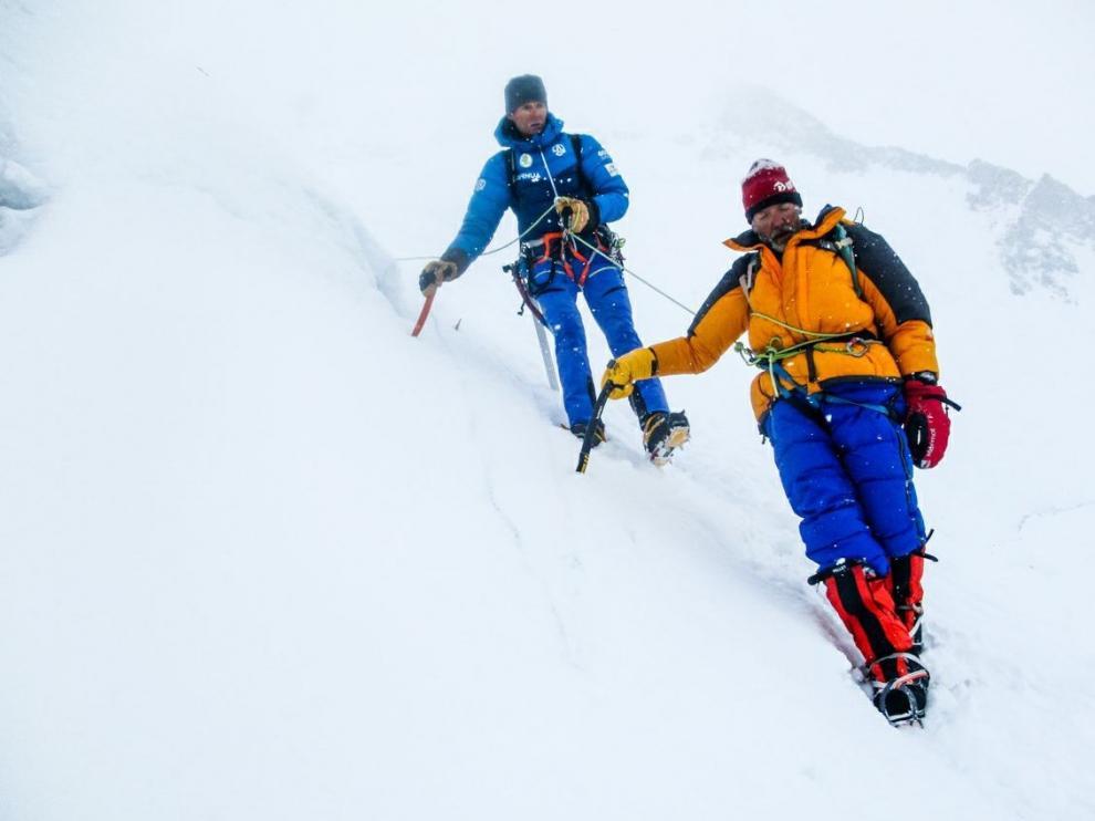Imagen del rescate de un montañero italiano en el G-II
