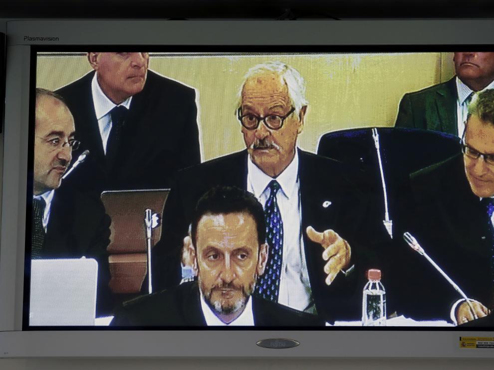 El letrado de la acusación popular ejercida por ADADE preguntando a Rajoy.