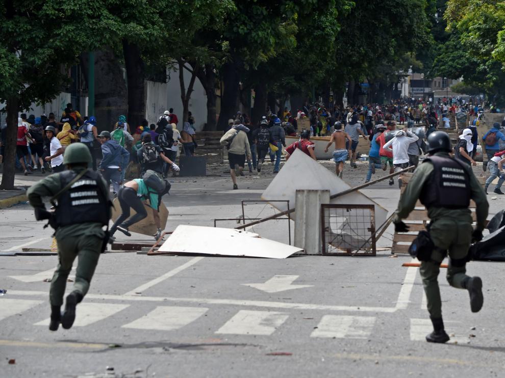 Una foto de archivo de la primera jornada de la huelga opositora en Venezuela que dejó dos muertos y 150 detenidos.
