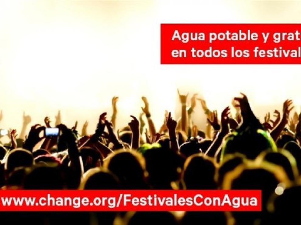 Más de 12.000 firmas para que los festivales ofrezcan agua potable.