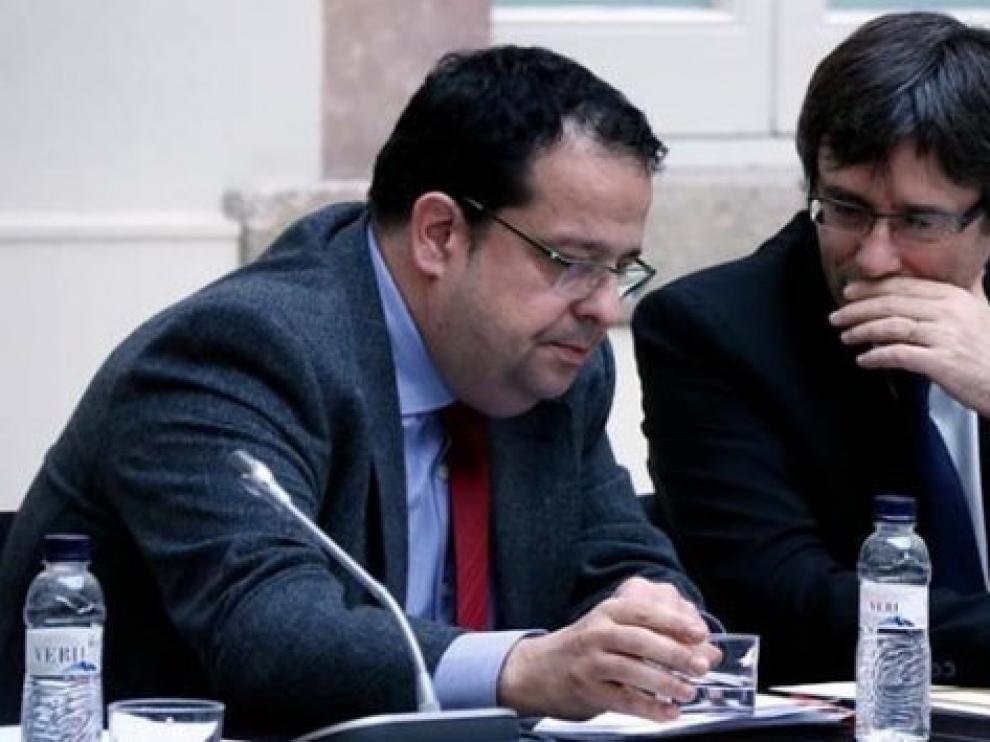 El coordinador del Pacto Nacional por el Referéndum, Joan Ignasi Elena, junto a Puigdemont.