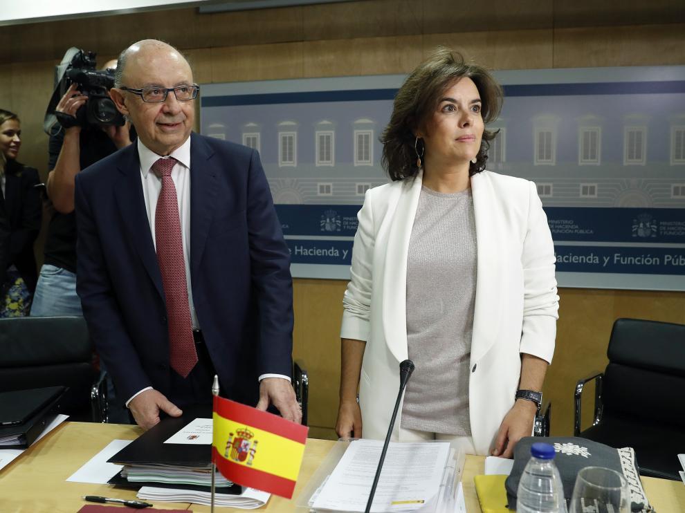 El ministro de Hacienda, Cristóbal Montoro, y la vicepresidenta del Gobierno, Soraya Sáenz de Santamaría, han presidido la reunión del Consejo de Política Fiscal y Financiera.
