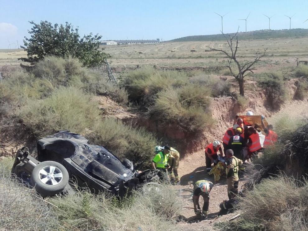 Estado en el que ha quedado el vehículo tras salirse de la vía.